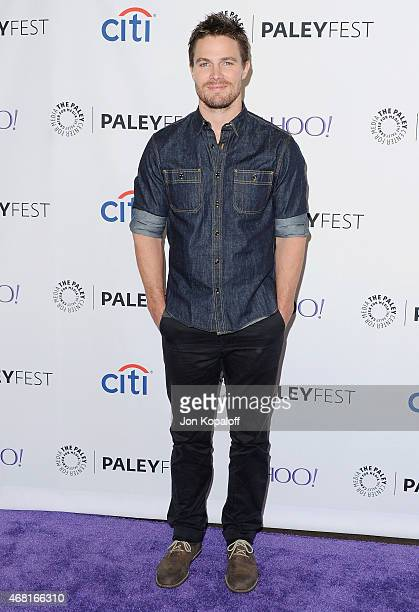 Actor Stephen Amell arrives at The Paley Center For Media's 32nd Annual PALEYFEST LA 'Arrow' And 'The Flash' at Dolby Theatre on March 14 2015 in...