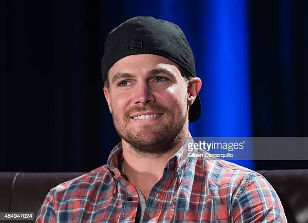 Actor Stephen Amell attends Wizard World Comic Con Chicago 2015 Day 3 at Donald E Stephens Convention Center on August 22 2015 in Chicago Illinois