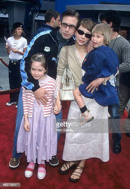 Actor Stephen Baldwin wife Kennya and daugters Alaia and Hailey attend The Flintstones in Viva Rock Vegas Universal City Premiere on April 15 2000 at...