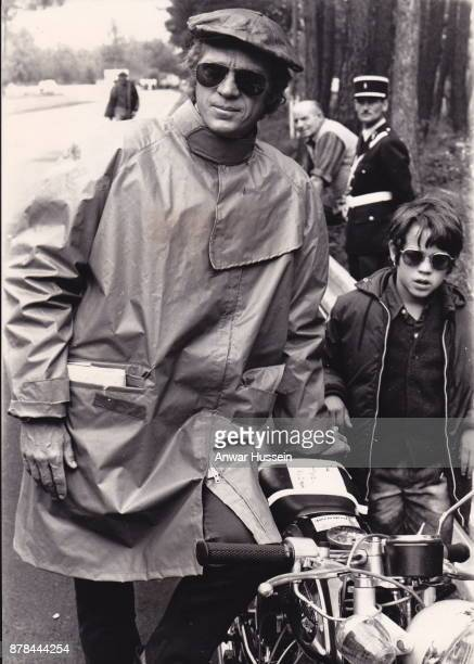 Actor Steve McQueen relaxes with his son Chad as he stars in the movie 'Le Mans' on June 24 1971 in Le Mans France