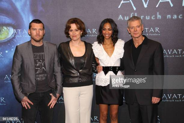 Actor Steve Worthington actress Sigourney Weaver actress Zoe Saldana and actor Stephen Lang attend a photocall to promote the film 'Avatar' at Hotel...