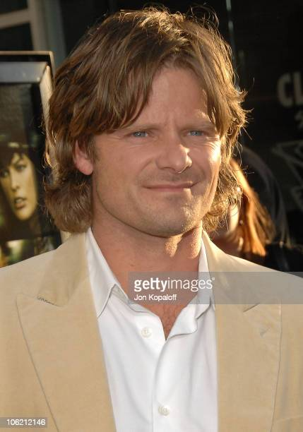 """Actor Steve Zahn arrives at the Los Angeles Premiere """"A Perfect Getaway"""" at ArcLight Cinemas Cinerama Dome on August 5, 2009 in Hollywood, California."""