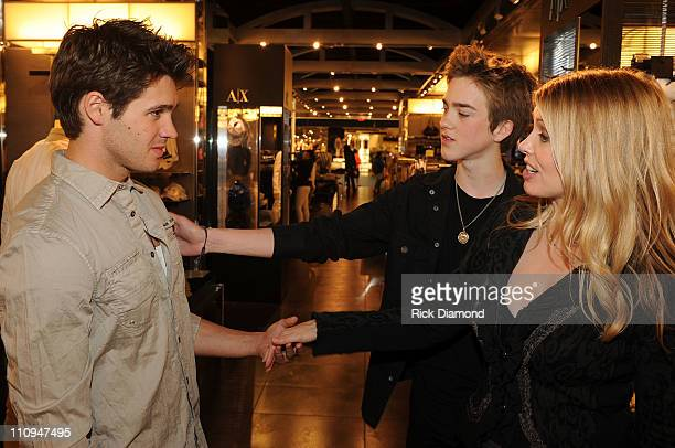 COVERAGE*** Actor Steven R McQueen from CW's Vampire Diaries Singer/Songwriter/Brother Jessarae McQueen and Mom Stacia Robitaille shop at the new...