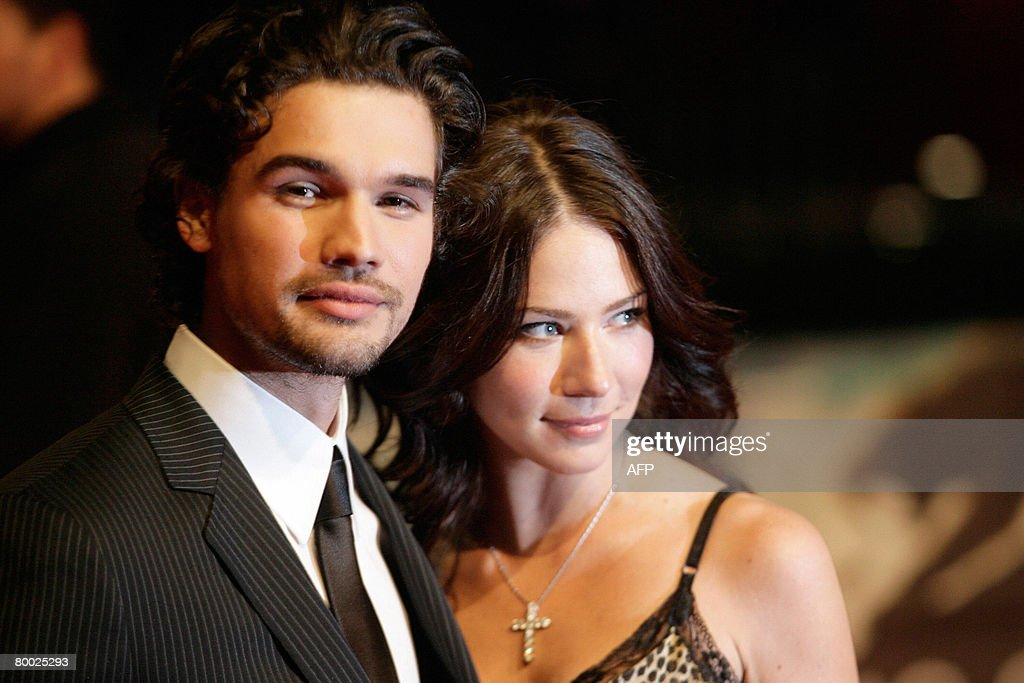 US actor Steven Strait and his wife actress Lynn Collins pose as they attend the world premiere of the movie '10,000 B.C.' by German director Roland Emmerich at the Sony Center on February 26, 2008 in Berlin, Germany.
