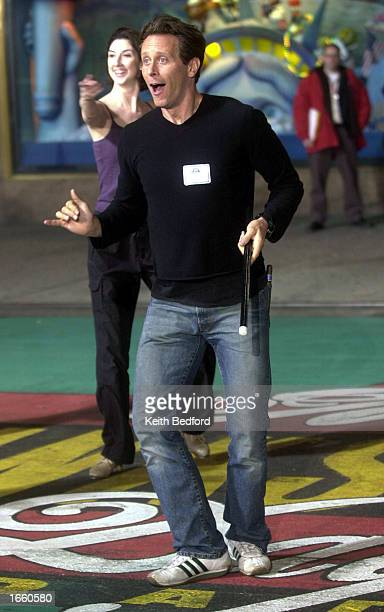 Actor Steven Weber rehearses for his performance in the Macy's Thanksgiving Day Parade in front of the department store November 25 2002 in New York...
