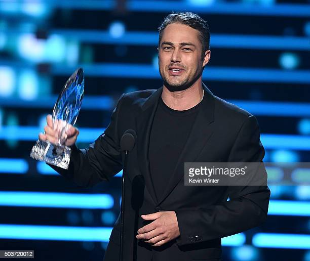 Actor Taylor Kinney accepts Favorite Dramatic TV Actor award onstage during the People's Choice Awards 2016 at Microsoft Theater on January 6 2016 in...