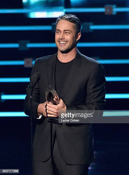 Actor Taylor Kinney accepts the award for Favorite Dramatic TV Actor onstage during the People's Choice Awards 2016 at Microsoft Theater on January 6...
