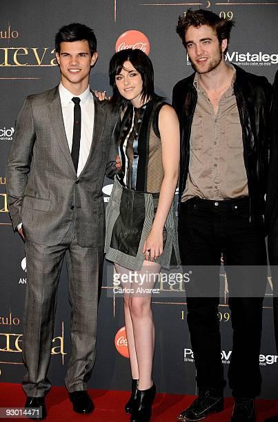 Actor Taylor Lautner actress Kristen Stewart and actor Robert Pattinson attend 'Twilight Saga New Moon' Fans Event at Palacio de Vistalegre on...