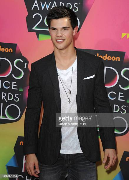 Actor Taylor Lautner arrives at Nickelodeon's 23rd Annual Kids' Choice Awards held at UCLA's Pauley Pavilion on March 27 2010 in Los Angeles...