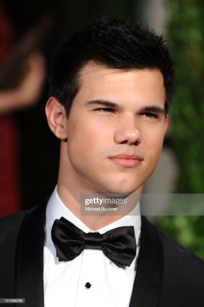 Actor Taylor Lautner arrives at the 2010 Vanity Fair Oscar Party hosted by Graydon Carter held at Sunset Tower on March 7, 2010 in West Hollywood, California.