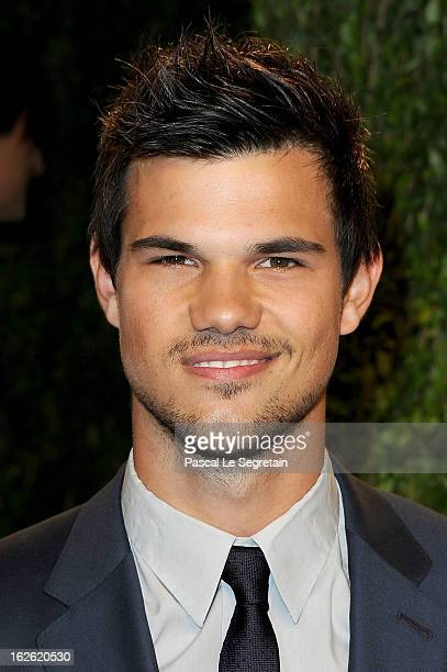 Actor Taylor Lautner arrives at the 2013 Vanity Fair Oscar Party hosted by Graydon Carter at Sunset Tower on February 24 2013 in West Hollywood...