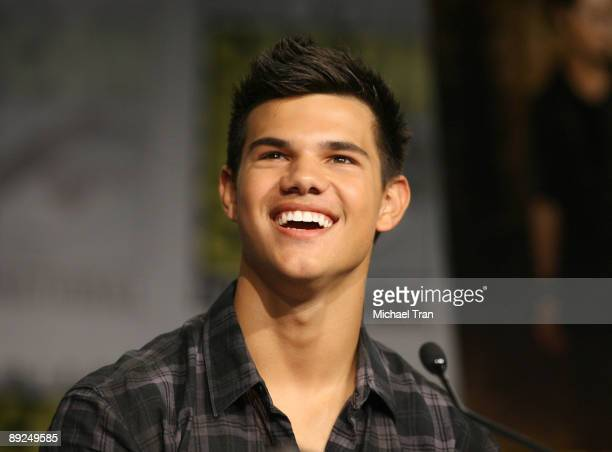 Actor Taylor Lautner attends the 2009 ComicCon Twilight New Moon press conference held at the Hilton San Diego Bayfront Hotel on July 23 2009 in San...