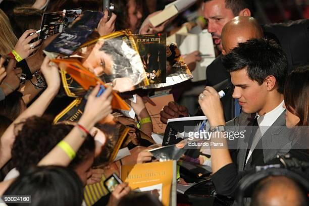 Actor Taylor Lautner Pattinson attends 'Twilight Saga New Moon' Fans Event at Palacio de Vistalegre on November 12 2009 in Madrid Spain