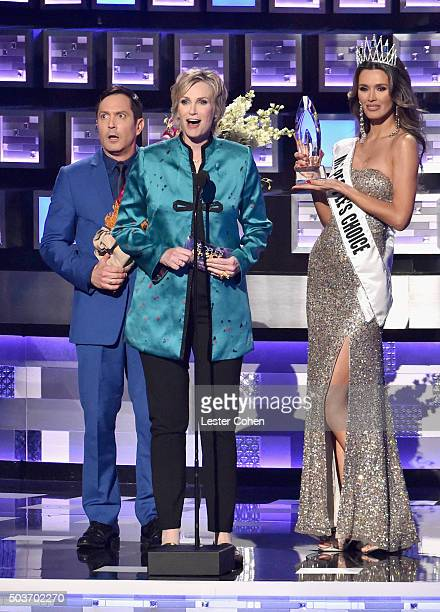 Actor Thomas Lennon and host Jane Lynch perform a bit onstage during the People's Choice Awards 2016 at Microsoft Theater on January 6 2016 in Los...