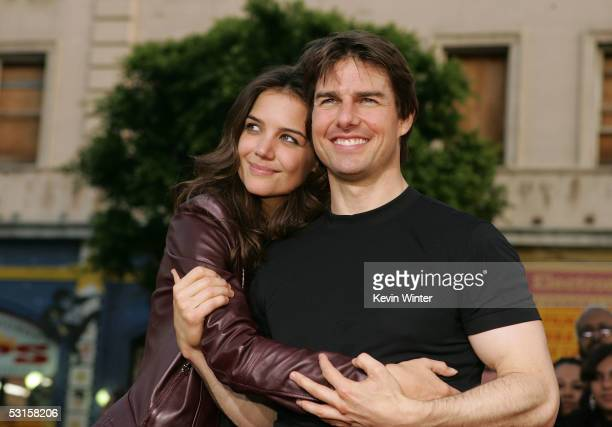 Actor Tom Cruise and actress Katie Holmes arrive at the Los Angeles Fan Screening of War of the Worlds at the Grauman's Chinese Theatre on June 27...