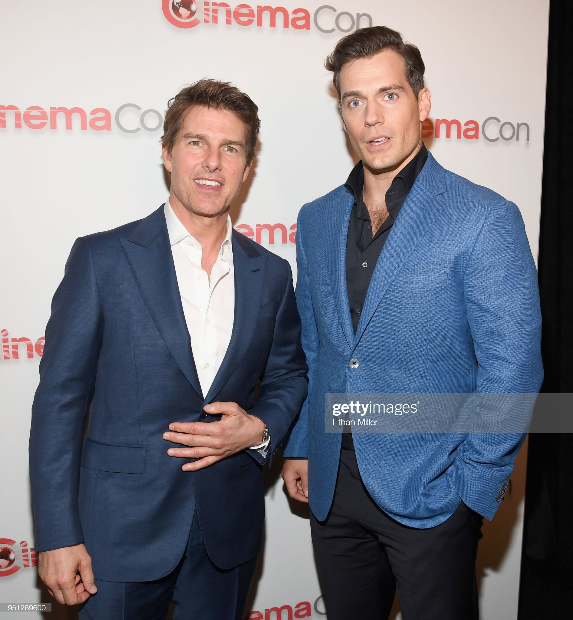 ¿Cuánto mide Henry Cavill? - Altura - Real height Actor-tom-cruise-and-henry-cavill-attend-the-cinemacon-2018-paramount-picture-id951269600?s=2048x2048