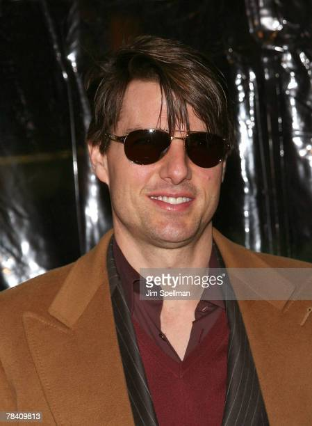 Actor Tom Cruise arrives at the I Am Legend New York Premiere at the Theater at Madison Square Garden on December 11 2007 in New York City