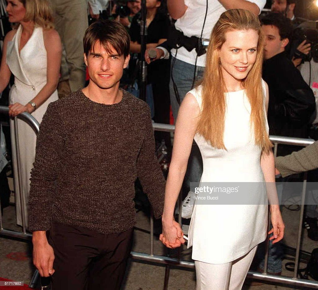 US actor Tom Cruise (L) arrives with his actress-w : News Photo