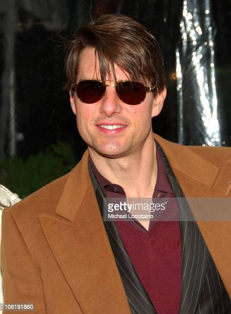 """Actor Tom Cruise attends """"I am Legend"""" premiere at the WaMu Theater at Madison Square Garden on December 11, 2007 in New York City."""
