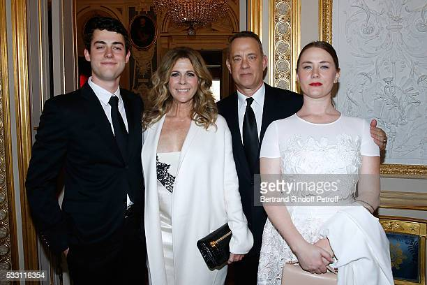 Actor Tom Hanks his wife actress Rita Wilson and their children Elizabeth Ann Hanks and Truman Theodore Hanks attend Tom Hanks Tom Brokaw Gordon Nick...
