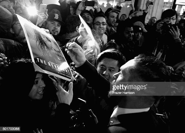 """Actor Tom Hardy meets fans at the Premiere Of 20th Century Fox And Regency Enterprises' """"The Revenant"""" at TCL Chinese Theatre on December 16, 2015 in..."""