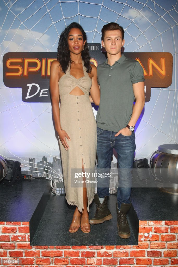 ¿Cuánto mide Laura Harrier? - Altura - Real height Actor-tom-holland-and-actress-laura-harrier-attend-los-40-principales-picture-id679342884