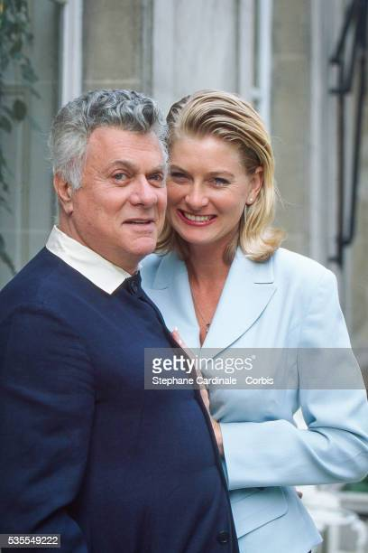 Actor Tony Curtis and Jill Vandenberg Curtis pose in Paris on March 13, 1995 in Paris, France.