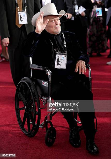 Actor Tony Curtis arrives at the TCM Classic Film Festival's gala opening night world premiere of the newly restored film A Star Is Born at Grauman's...