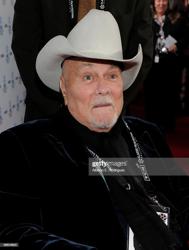 Actor Tony Curtis arrives at the TCM Classic Film Festival's gala opening night world premiere of the newly restored film 'A Star Is Born' at Grauman's Chinese Theatre on April 22, 2010 in Hollywood, California.