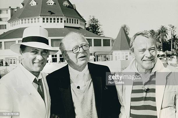 Actor Tony Curtis director Billy Wilder and actor Jack Lemmon attend 25th Anniversary Party for 'Some Like It Hot' on April 28 1986 at the Hotel Del...