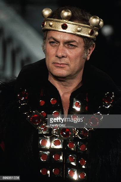 Actor Tony Curtis plays a king