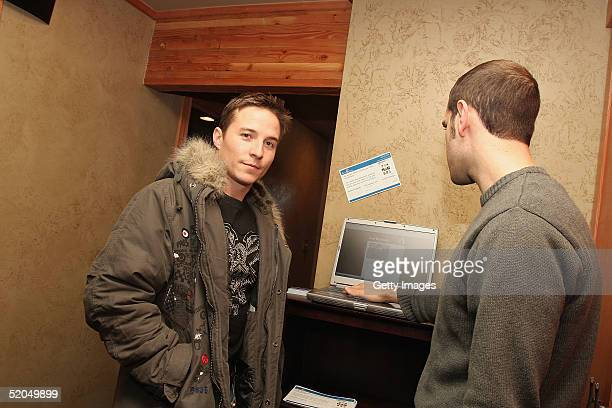 Actor Travis Aaron Wade visits the Actorgearcom display at the Gibson Gift Lounge during the 2005 Sundance Film Festival on January 22 2005 in Park...