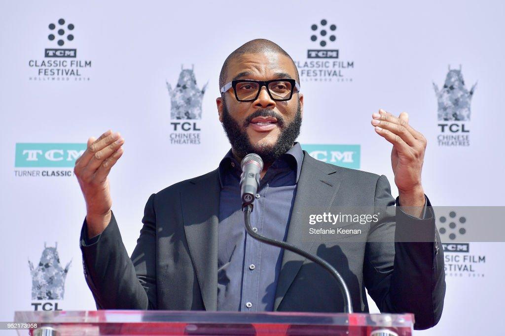 2018 TCM Classic Film Festival - Hand and Footprint Ceremony: Cicely Tyson : News Photo