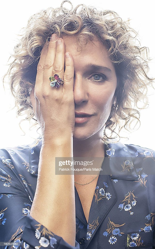 Valeria Golino, Paris Match Issue 3358, October 2, 2013