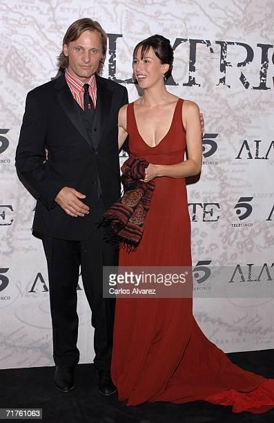 US actor Viggo Mortensen and spanish actress Ariadna Gil attend the Alatriste premiere at Palacio de la Musica cinema on August 31 2006 in Madrid...