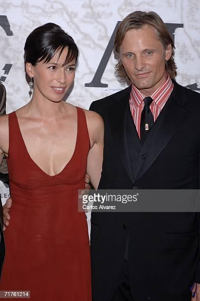 Actor Viggo Mortensen and spanish actress Ariadna Gil attend the Alatriste premiere at Palacio de la Musica cinema August 31 2006 in Madrid Spain