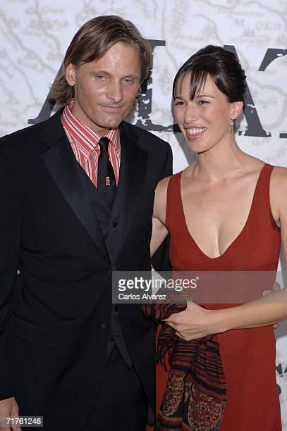 US actor Viggo Mortensen and spanish actress Ariadna Gil attend the 'Alatriste' premiere at Palacio de la Musica cinema August 31 2006 in Madrid Spain