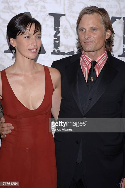US actor Viggo Mortensen and spanish actress Ariadna Gil attend the 'Alatriste' premiere at Palacio de la Musica cinema August 31 2006 in Madrid Spain