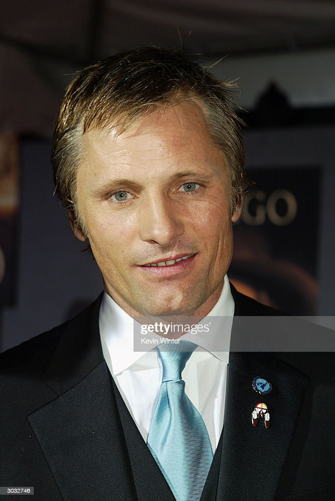 Actor Viggo Mortensen arrives at the premiere of Touchstone's 'Hildago' at the El Capitan Theatre on March 1, 2004 in Los Angeles, California.
