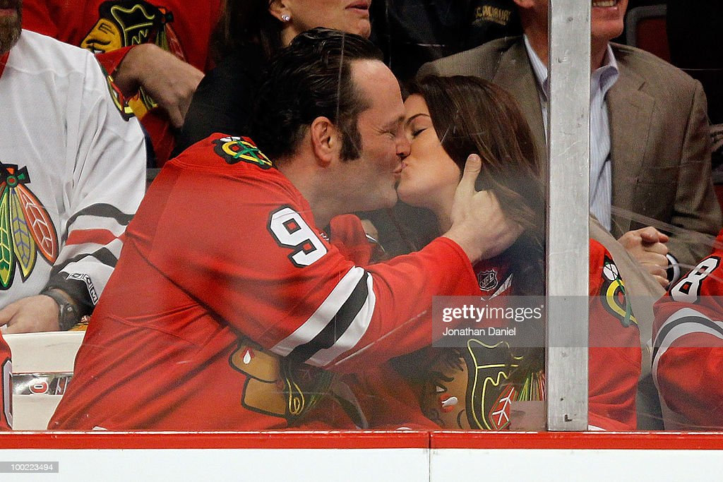 Actor Vince Vaughn and wife Kayla Weber kiss during the second period of Game Three of the Western Conference Finals during the 2010 NHL Stanley Cup Playoffs between the Chicago Blackhawks and the San Jose Sharks at the United Center on May 21, 2010 in Chicago, Illinois.