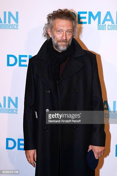 Actor Vincent Cassel attends the 'Demain Tout Commence' Paris Premiere at Cinema Le Grand Rex on November 28 2016 in Paris France