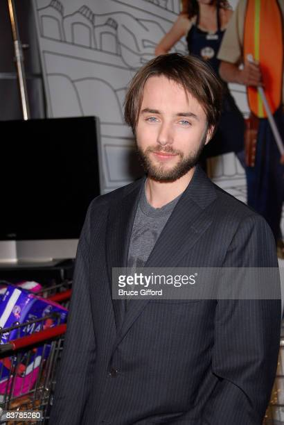 Actor Vincent Kartheiser attends the '10 Items or Less' Bagging Contest during The Comedy Festival 2008 presented by TBS at Caesars Palace on...