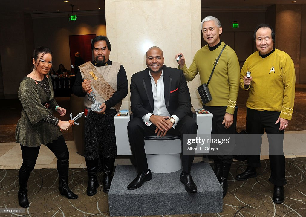 Actor Vincent M. Ward with Star Trek cosplayers Michelle Wells, Bill Arucan, Mark Lum and David Cheng attend The Hollywood Show held at The Westin Los Angeles Airport on January 7, 2017 in Los Angeles, California.