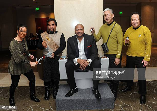 Actor Vincent M Ward with Star Trek cosplayers Michelle Wells Bill Arucan Mark Lum and David Cheng attend The Hollywood Show held at The Westin Los...