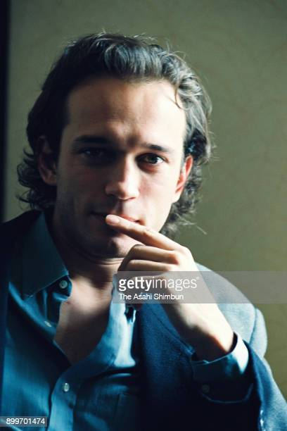 Actor Vincent Perez poses for photographs during the Asahi Shimbun interview on September 28 1992 in Tokyo Japan