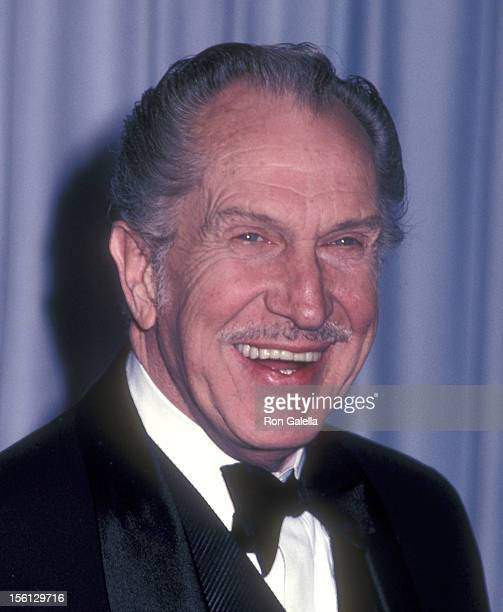 Actor Vincent Price attends the 54th Annual Academy Awards on March 29, 1982 at Dorothy Chandler Pavilion in Los Angeles, California.