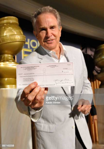 Actor Warren Beatty poses during the Hollywood Foreign Press Association's installation luncheon held at the Beverly Hills Hotel on August 11 2009 in...