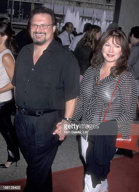 Actor Wayne Knight and wife Paula Sutor attend the 'Rat Race' Century City Premiere on July 30 2001 at Loews Cineplex Century Plaza Theatres in...