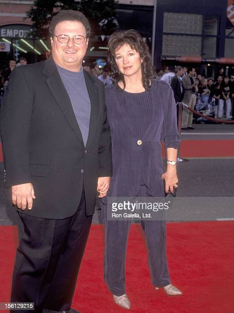 Actor Wayne Knight and wife Paula Sutor attend the 'Space Jam' Hollywood Premiere on November 10 1996 at Mann's Chinese Theatre in Hollywood...