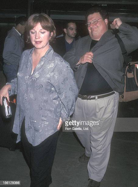 Actor Wayne Knight and wife Paula Sutor on May 21 1998 arrive at the Los Angeles International Airport in Los Angeles California